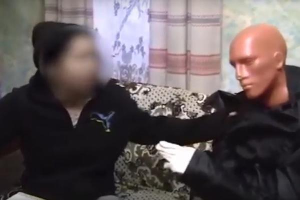 Женщина забила учительницу ножом