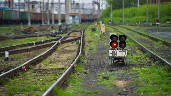 На уральском заводе по производству химикатов с рельсов сошел поезд