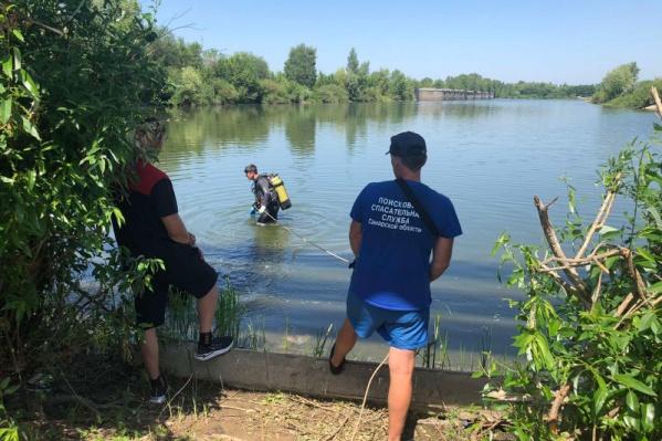 Утонувших искали водолазы областной спасательной службы