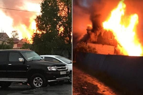 Пламя охватило всё здание