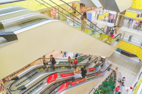 """В сеть «Семья» входит гипермаркет на <nobr class=""""_"""">Революции, 13</nobr>"""