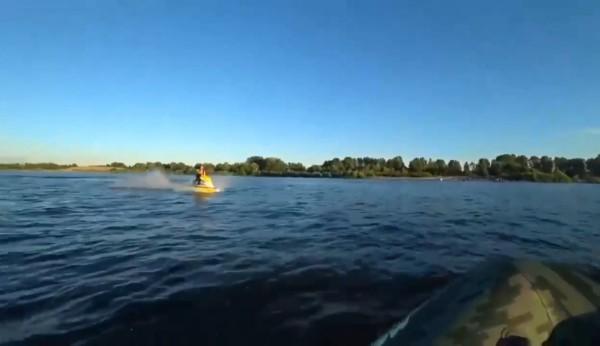 «Летел на полной скорости»: в Самарской области скутер протаранил резиновую лодку