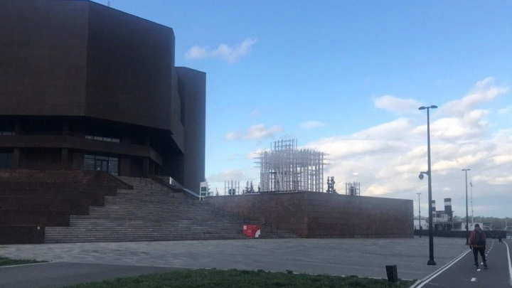 Около музейного центра готовят огромный арт-объект: что это будет