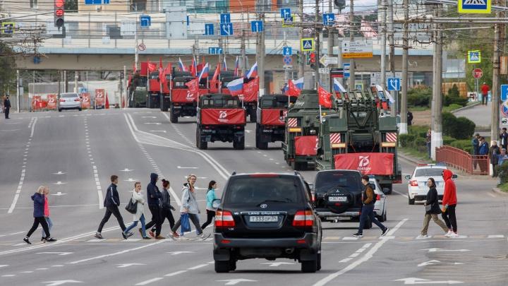 На улицах почти никого: в День Победы волгоградцы вспомнили о строгом режиме самоизоляции