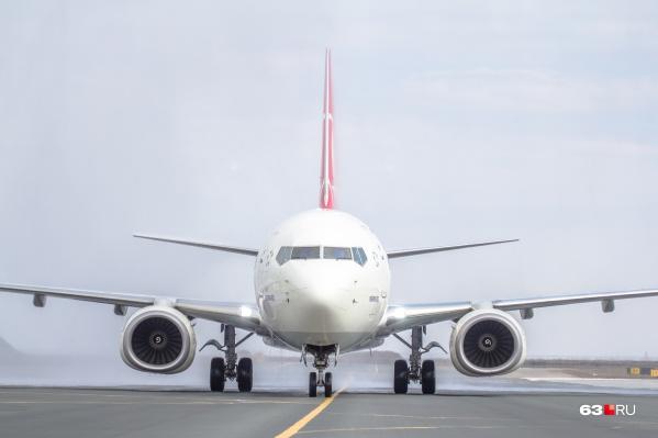 Салон самолёта осматривали экстренные службы