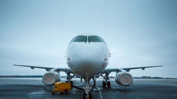 Самолет с пассажирами, летевший в Тюмень, из-за проблем с шасси вернулся в аэропорт Сургута