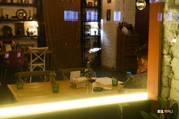 """С 15 августа в Архангельске <a href=""""https://29.ru/text/food/69422794/#card_2"""" target=""""_blank"""" class=""""_"""">открылись кафе,</a> столовые и рестораны"""