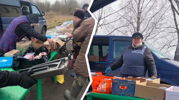 «Не понимают серьёзности обстановки»: в ярославском селе торговцы мясом собрали очередь