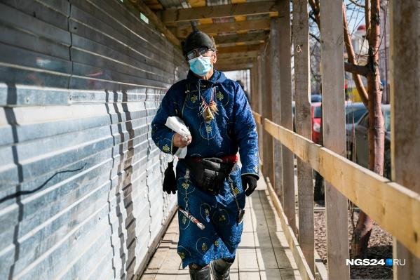 Масочный режим в Красноярске продолжает действовать — не забывайте закрывать рот и нос