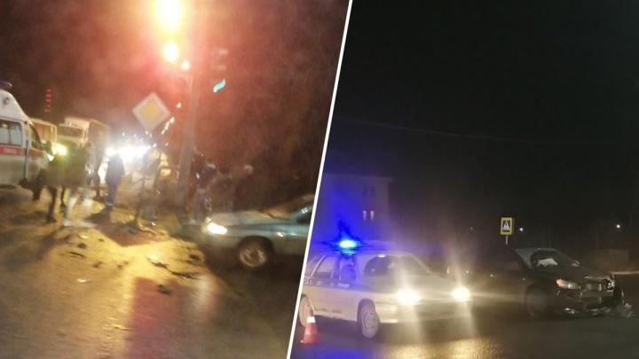 В Балахне автомобиль после ДТП влетел в людей на тротуаре. 20-летний парень скончался в больнице