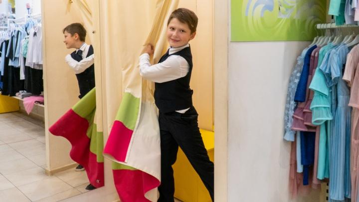 Со скидками и без: сколько стоит школьная форма в Архангельске — изучаем цены