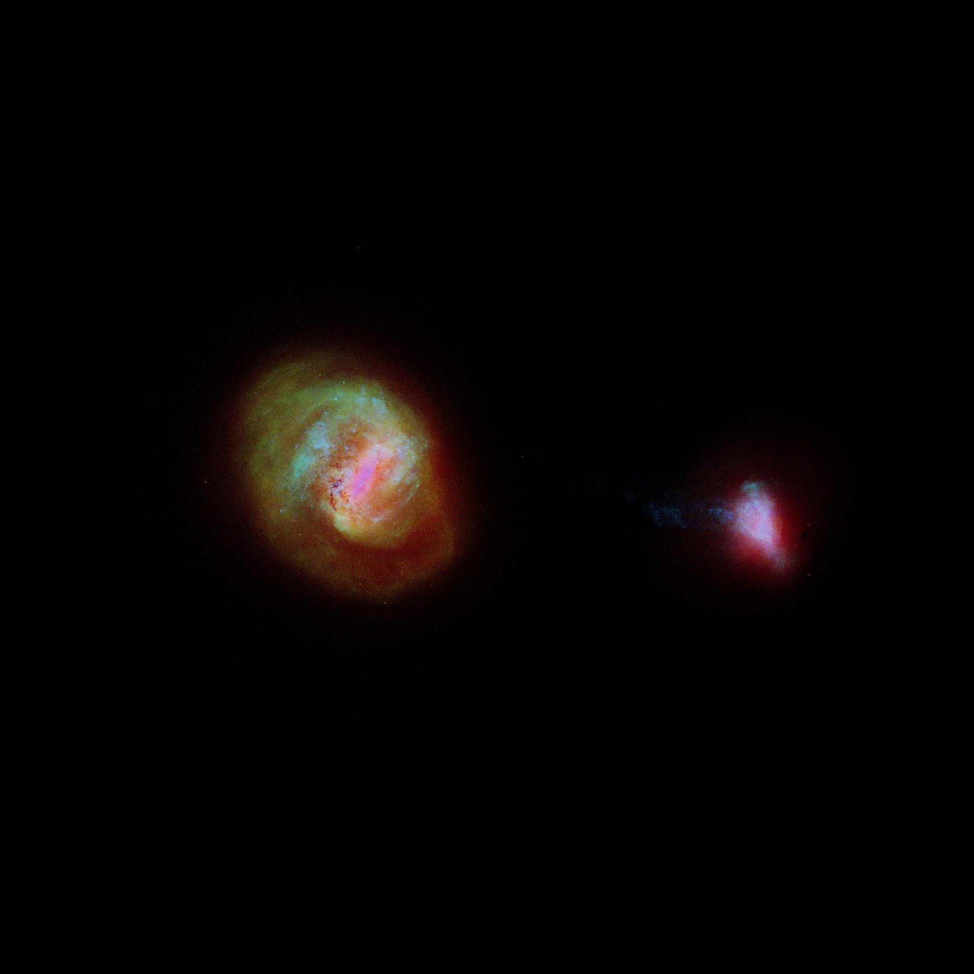 Трехмерная карта, показывающая Большое Магелланово Облако (слева) и Малое Магелланово Облако, сделанная астрономами с использованием данных Gaia
