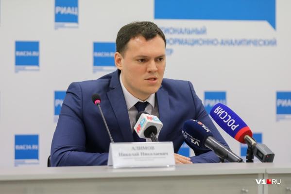 Николай Алимов еще не знает о новых заболевших, но сообщил о втором выписанном