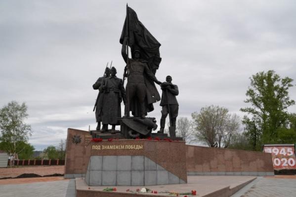 Новый памятник в Свердловском районе