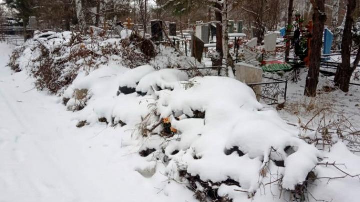 «Магнит» обвинили в завышении объёма мусора, который он вывозит с омских кладбищ