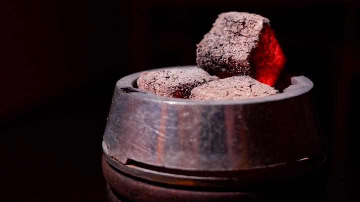 В России запретили курить кальяны в кафе: удар по бизнесу или забота о здоровье?
