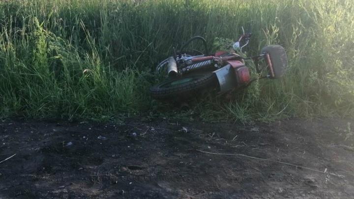В Белозерском районе подросток на мотоцикле врезался в пьяного мотоциклиста
