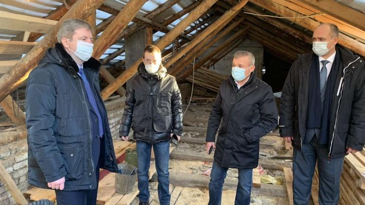 Прокуратура и Следственный комитет начали проверку после обрушения штукатурки в школе Архангельска