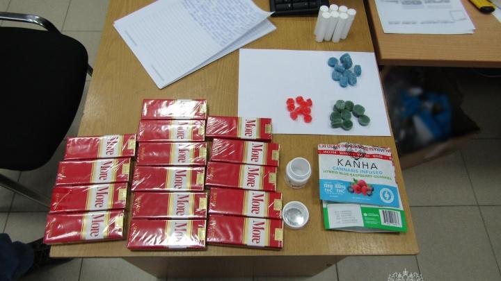 Жителя Челябинской области задержали за посылку с конфетами из США