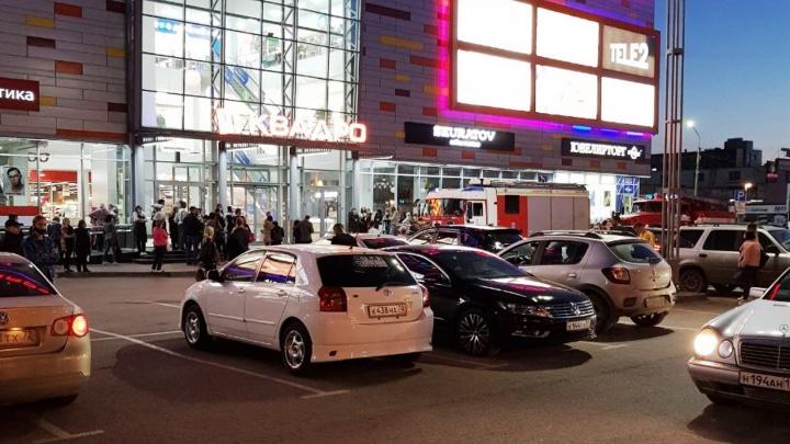 В Омске эвакуировали сразу два торговых центра