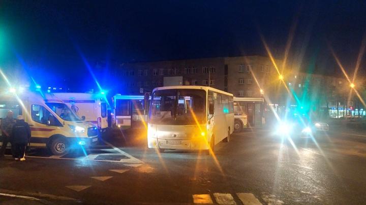 Появилось видео столкновения в центре Ярославля маршрутки и автобуса