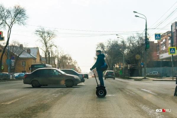 Некоторые горожане вот так ускоряют свои походы по улицам