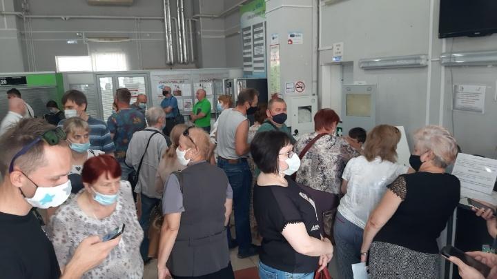 «Просто аншлаг»: жители города оккупировали центральное отделение МФЦ в Самаре