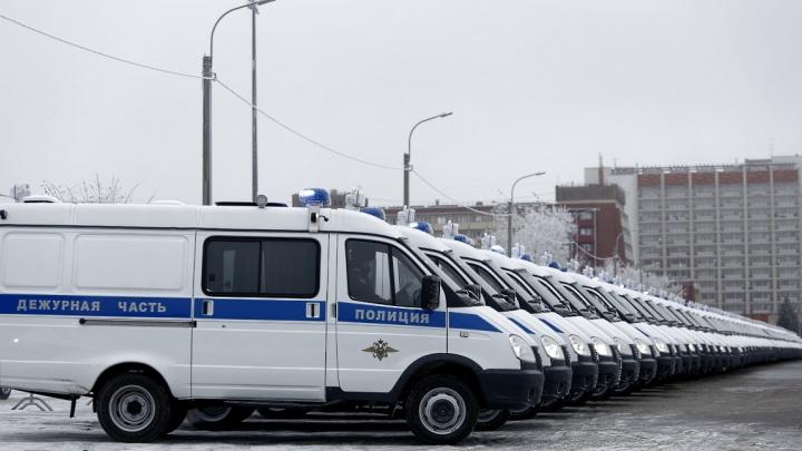 В Волгограде полицейским вручили ключи от 172 новых автомобилей
