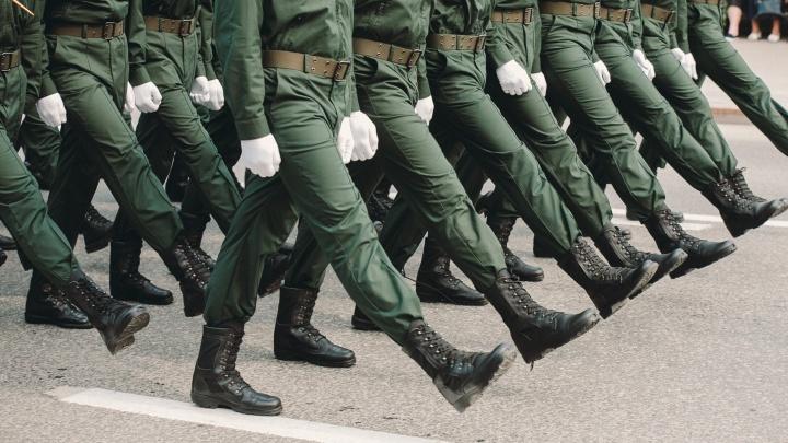 Призывника, у которого заболела спина в тюменском военкомате, отправили домой