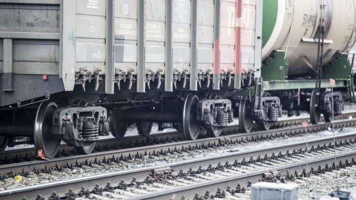 В Новосибирской области легковушка протаранила грузовой поезд