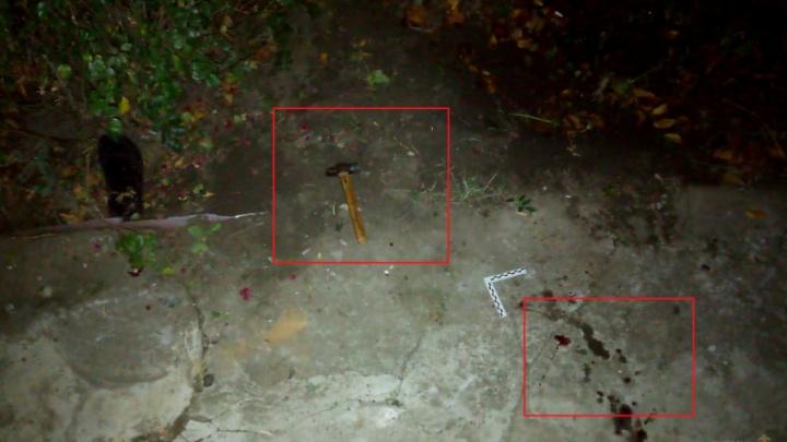 В Волгоградской области мужчина молотком сломал соседу обе ноги