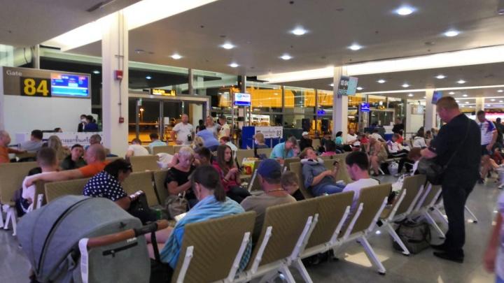 Сотни екатеринбуржцев застряли в аэропорту Таиланда больше чем на сутки