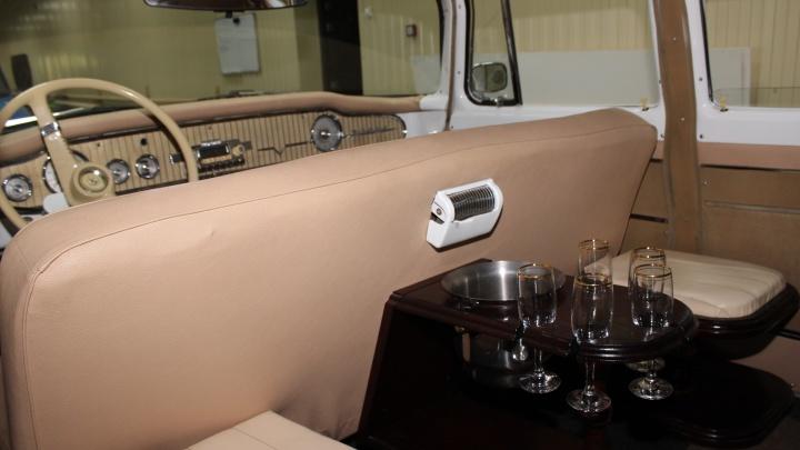 Сибирячки рассказали, в каком такси хотели бы ездить (им нужны минибар и зеркало на спинке сидения)