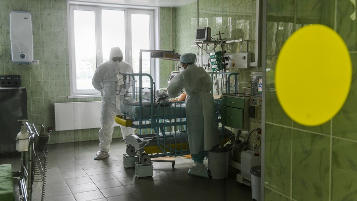 В Кузбассе больше 600 пациентов с COVID-19 в тяжелом состоянии. В больницах региона — 1306 человек