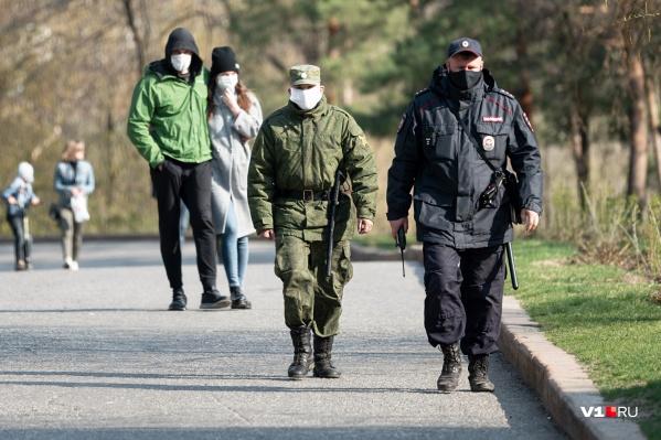 В Волгограде полицейские пока чаще просят горожан просто разойтись по домам
