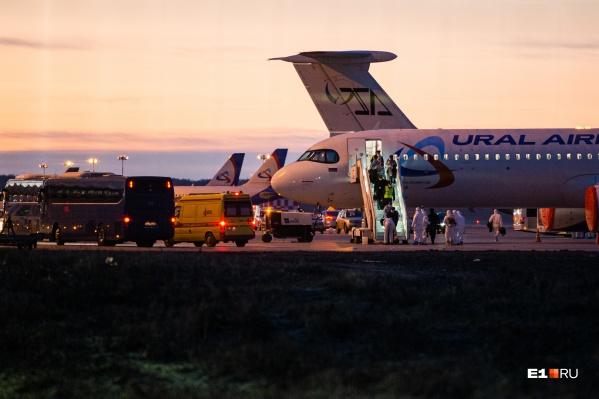 Самолет должен был приземлиться в Кольцово поздно вечером в среду, но прибыл в Екатеринбург только к утру четверга