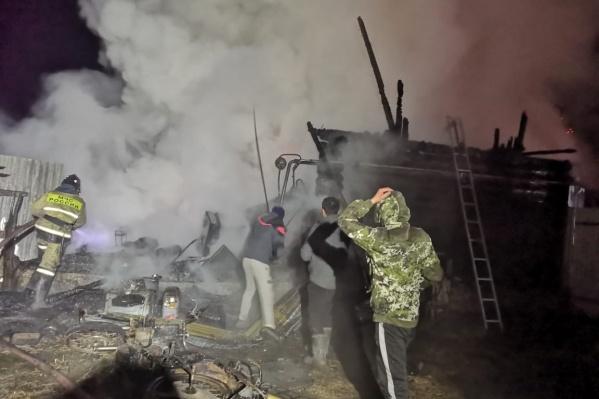 От строения ничего не осталось в результате пожара