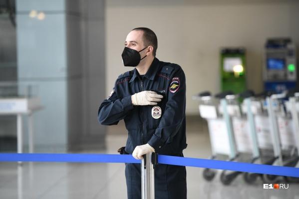 Медицинскими масками обеспечивают в первую очередь медиков, заявила замгубернатора Кузнечевских