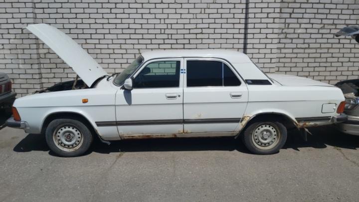 В Волгоградской области хотят продать десять «Волг» и «Газель» из гаража областной администрации
