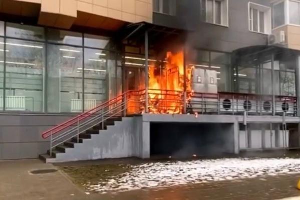 Пожар произошёл в десятом часу утра около супермаркета