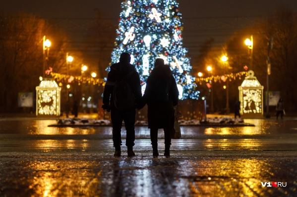 Виды Волгограда в свете вечерних огней с отблесками ледяной глазури достойны открыточных серий
