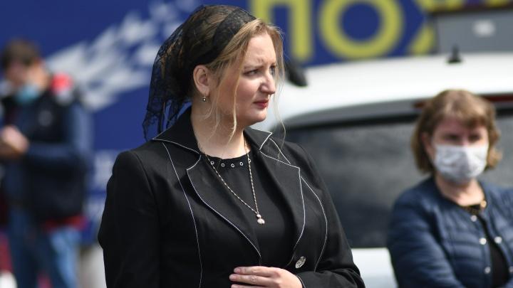 Вдова известного хирурга Юрия Мансурова получила 3,7 миллиона рублей