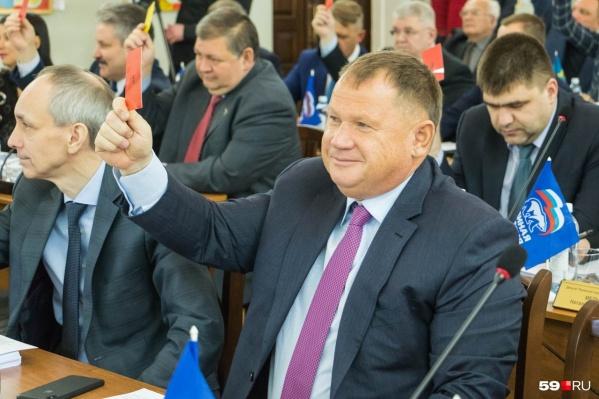Владимира Плотникова (на фото справа) госпитализировали с COVID-19