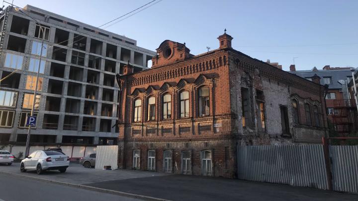 В центре Тюмени приступают к реставрации дома-памятника конца XIX века