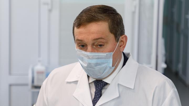 Без машин, но с гаражами и особняками: волгоградский губернатор зарабатывает 510 тысяч рублей в месяц
