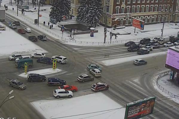 Столкновение на перекрестке Красный проспект — Гоголя