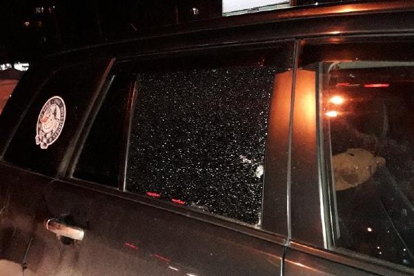 В Заельцовском районе из пневматического оружия обстреляли машину