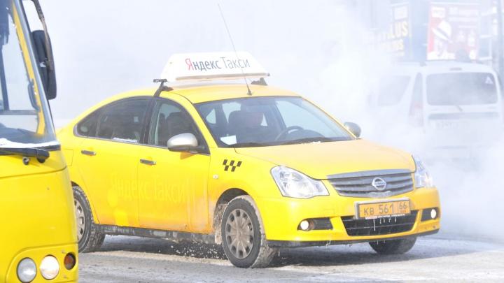 Под Екатеринбургом таксист с пассажиром спасли девушку из горящего дома
