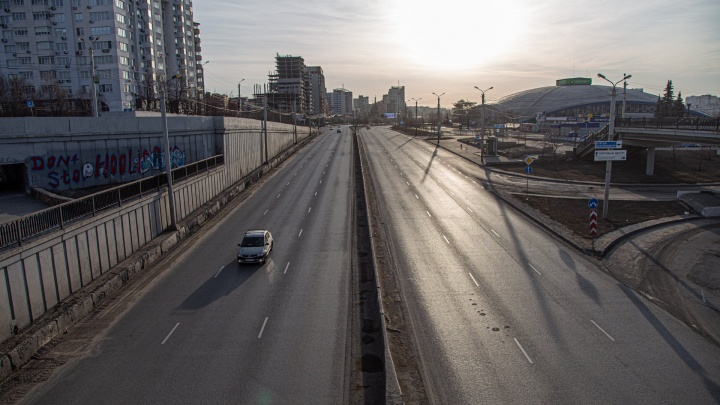 Фоторепортаж с пустынных улиц Челябинска в нерабочий понедельник. Таким город вы ещё не видели