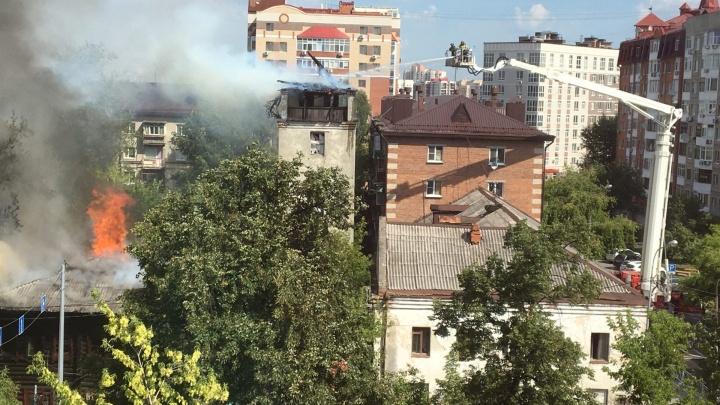 В пожаре на Осипенко пострадали три человека. Главное о происшествии в центре города